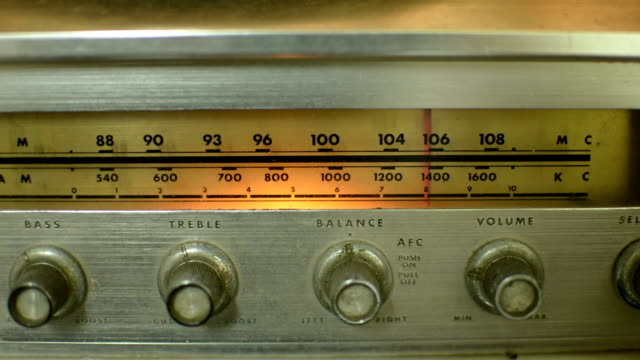vintage radio - radio video stock e b–roll