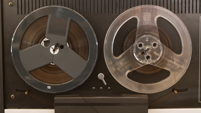 vintage reel to reel tape recorder - player - rotolo video stock e b–roll