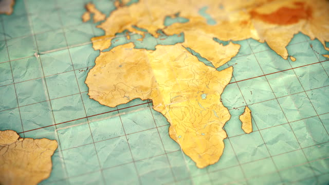 старинные сепия цветные карты мира - увеличить в африку - пустая версия - континент географический объект стоковые видео и кадры b-roll