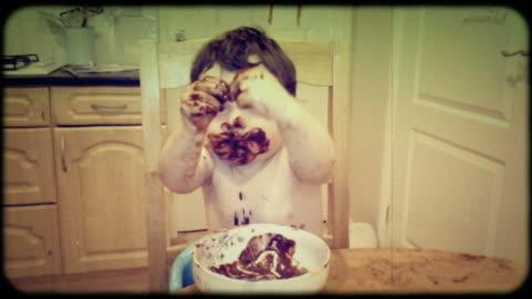 vídeos y material grabado en eventos de stock de foto de época de un confuso eater - chocolate