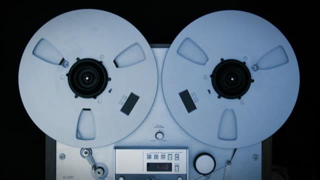vintage registratore riproduzione - mangianastri video stock e b–roll