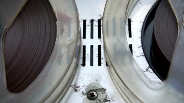 hd : vintage registratore - bobina apparecchiatura di registrazione del suono video stock e b–roll