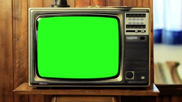 vídeos y material grabado en eventos de stock de televisión vintage con pantalla verde. disparo de zoom. - tubo