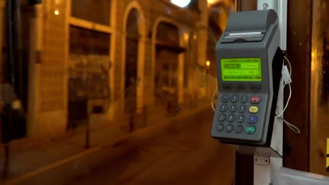 vídeos de stock e filmes b-roll de vintage tram in the city center of lisbon, portugal. driver seat and the cash register with receipt - eletrico lisboa