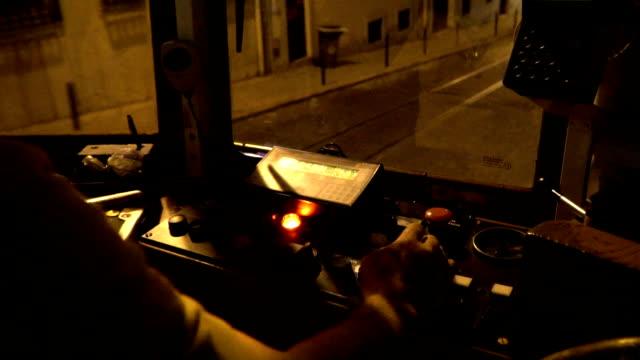 vídeos de stock e filmes b-roll de vintage tram in the city center of lisbon, portugal. driver seat - eletrico lisboa