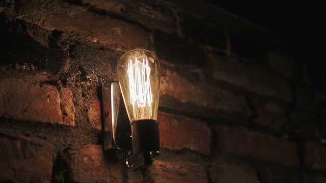 Vintage tungsten lightbulbs - movement