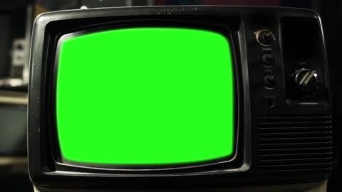 vidéos et rushes de tv vintage green screen. esthétique des années 80. - format hd