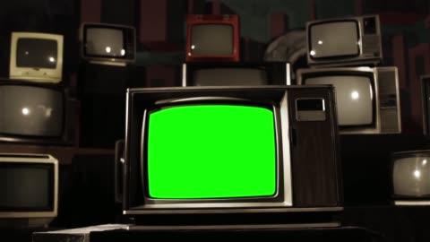 vidéos et rushes de vintage tv avec écran vert. sépia à la couleur. - format hd