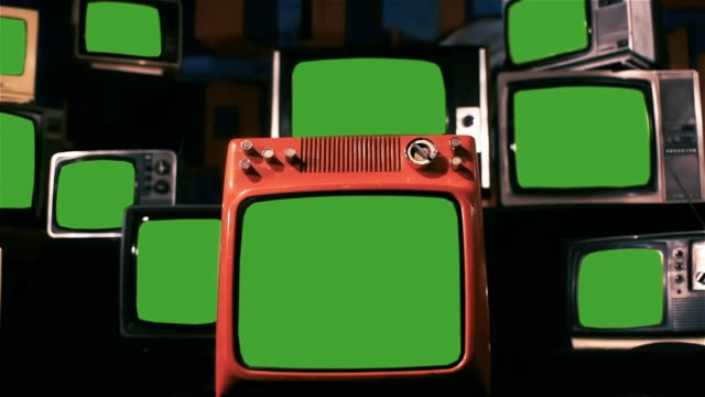 vintage tvs with green screens. - muro video stock e b–roll