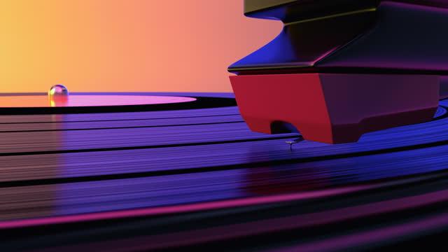 un disco in vinile che gira nel lettore musicale grammofono e suona il vecchio loop della discoteca - disco audio analogico video stock e b–roll