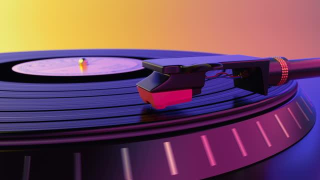 il giradischi in vinile riproduce la colonna sonora popolare del loop di musica disco elettronica - disco audio analogico video stock e b–roll