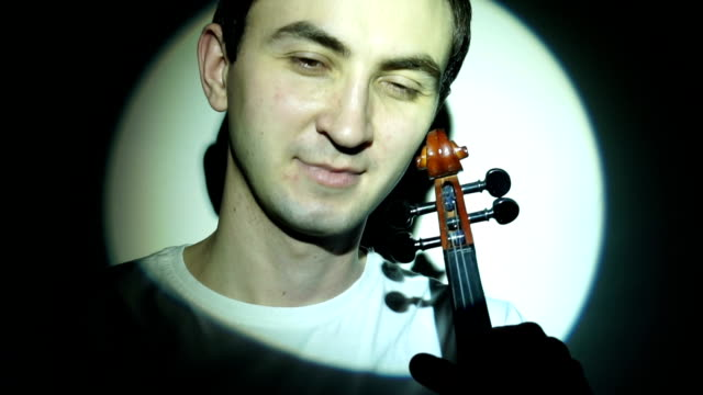 Violinist winces when holding the fiddle video
