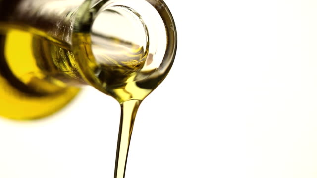 olio extravergine d'oliva - olio d'oliva video stock e b–roll