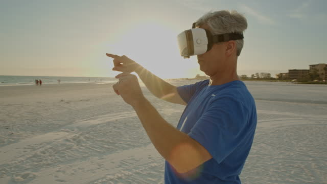 virtual reality googles headsets simulator senior man 3d florida beach - google filmów i materiałów b-roll