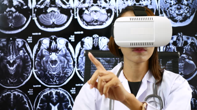 Virtual reality headset for healthcare practitioner, Brain X-ray image video