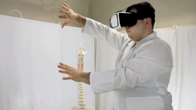 Virtual reality training of medical students via virtual reality glasses video
