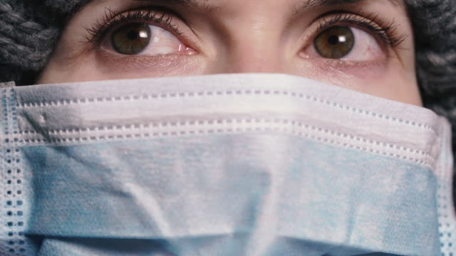 virus. woman in protective gauze mask to protect against viral infection. - occhiali protettivi video stock e b–roll