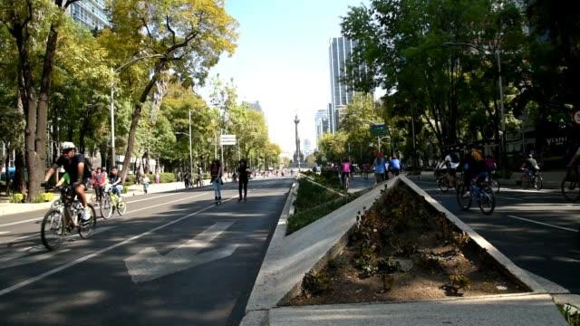 vídeos y material grabado en eventos de stock de visiones de la ciudad de méxico, calle peatonal - avenida