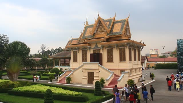 die kings palace - besuchen phnom penh kambodscha - kambodschanische kultur stock-videos und b-roll-filmmaterial