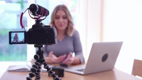 vlogging - filmare video stock e b–roll