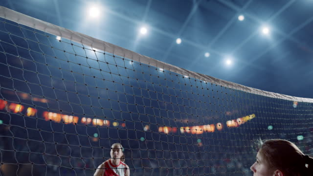 volleyballspielerin in aktion - volleyball stock-videos und b-roll-filmmaterial