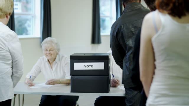 vidéos et rushes de ligne de vote - vote