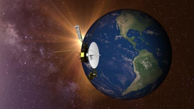 voyager satellite and earth. - badawczy statek kosmiczny filmów i materiałów b-roll