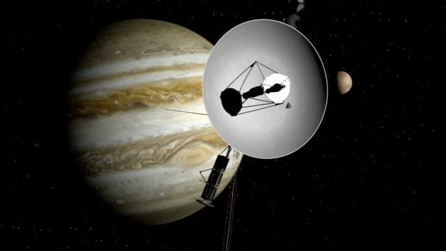 sonda voyager zbliża się jowisz przestrzeni. - badawczy statek kosmiczny filmów i materiałów b-roll