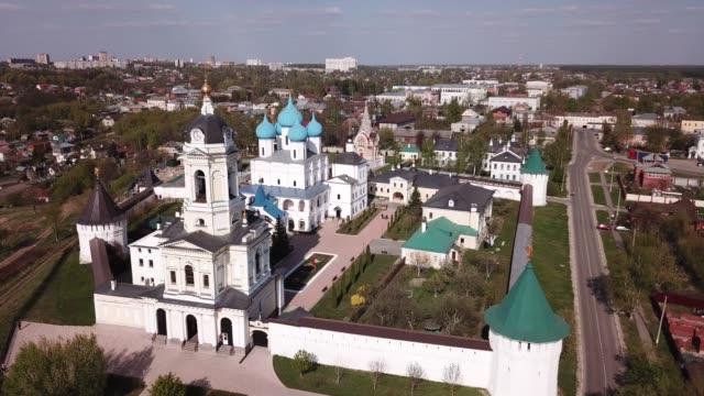 vysotsky  monastery at sunny day in serpukhov - верующий стоковые видео и кадры b-roll