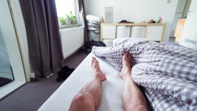 vídeos de stock e filmes b-roll de pov: waking up in the morning - descalço