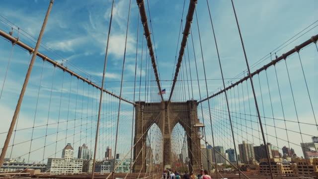vídeos y material grabado en eventos de stock de paseo sobre el puente de brooklyn - stabilized shot