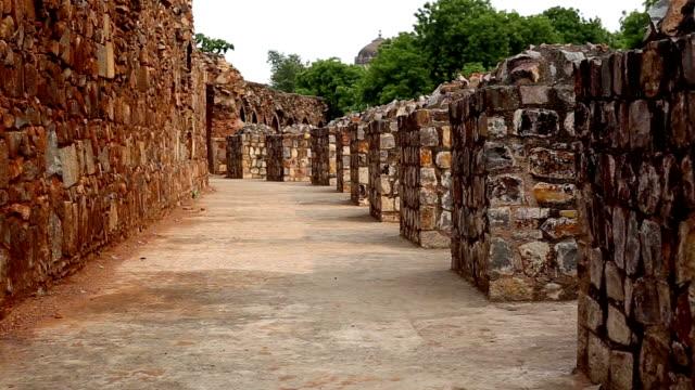 Walk through old fort interior (Purana Qila)