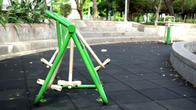 vídeos de stock e filmes b-roll de walk trainer fitness machine in the park. air walker in outdoor gym. the subject is on the left. - aparelho de musculação