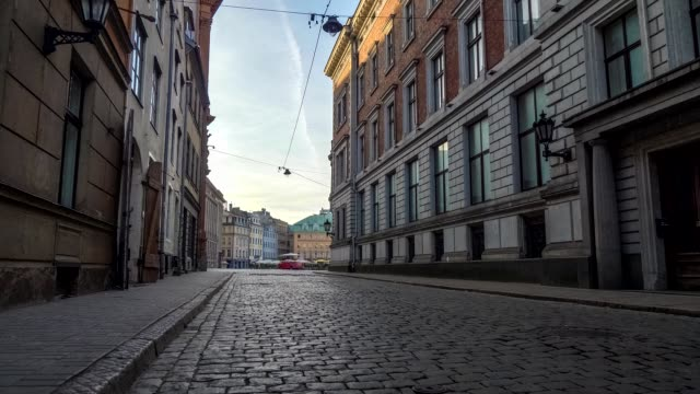 walking along the cobbled street of old riga at dawn, latvia. steadicam shot - droga filmów i materiałów b-roll