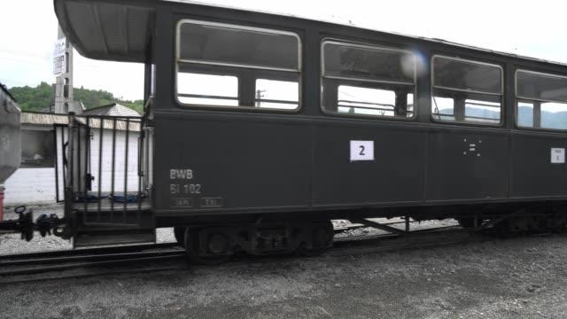walking along the retro train - wagon kolejowy filmów i materiałów b-roll