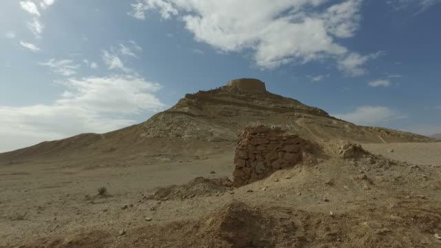 走在沉默,伊朗亞茲德塔 - 伊朗 個影片檔及 b 捲影像