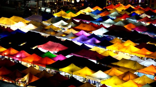 td/walking at night market - spranga video stock e b–roll