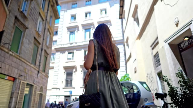 walking at the streets of rome - bello video stock e b–roll