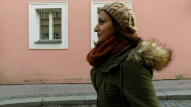 Caminando por la calle - vídeo