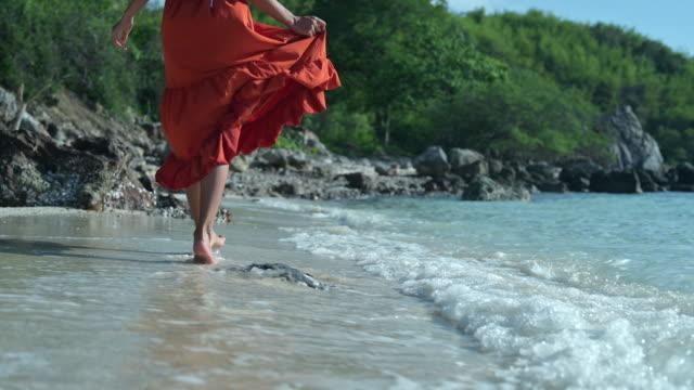 wanderspaß - strand pattaya stock-videos und b-roll-filmmaterial