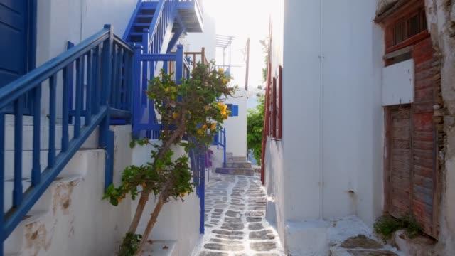 walking in mykonos street på mykonos island, grekland - grekland bildbanksvideor och videomaterial från bakom kulisserna