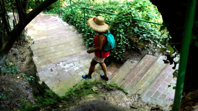 walking in the canyon - 50 54 lata filmów i materiałów b-roll