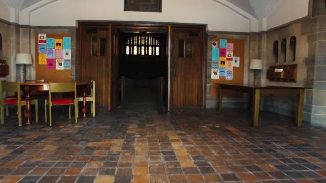stockvideo's en b-roll-footage met wandelen in de kerk naar het altaar pov - kerk