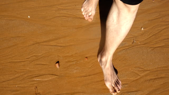 walking on sandy beach - fare un passo video stock e b–roll