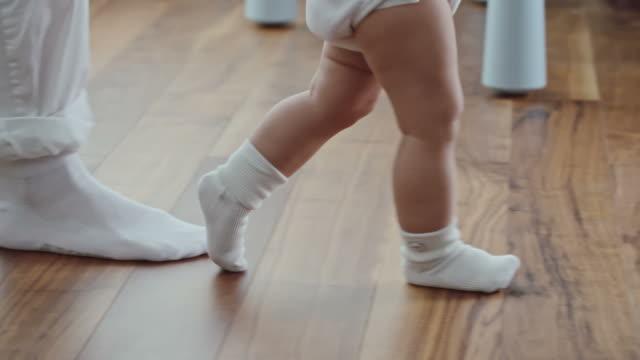 walking on two feet first time - носок стоковые видео и кадры b-roll