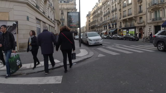 Walking the city of Paris