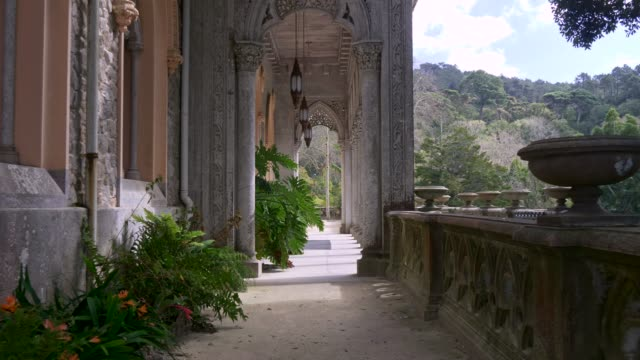 vídeos de stock e filmes b-roll de walking the monserrate palace, a palatial villa located near sintra, on the portuguese riviera, the traditional summer resort of the portuguese court. 4k - castle