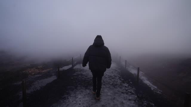 Gå igenom tjocka dimma på Island video
