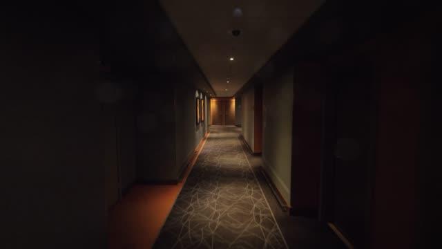 walking to the room through empty hallway in hotel - empty room стоковые видео и кадры b-roll
