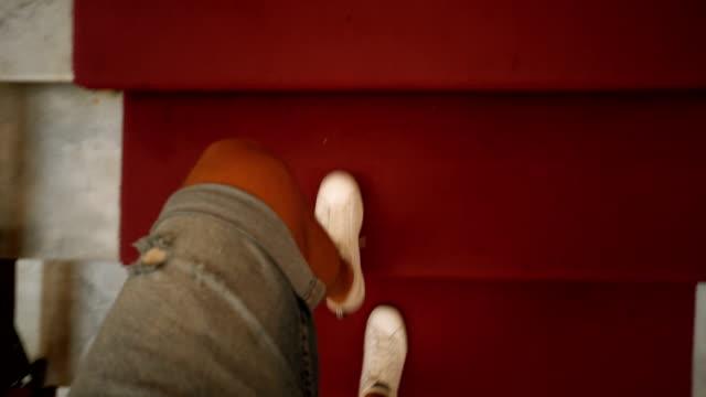 Gehen Sie die Treppe – Video